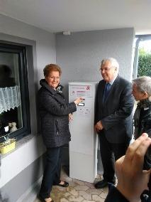 Hinweis: Das Foto zeigt von rechts: Manfred Saar, Präsident der Apothekerkammer des Saarlandes, Gesundheitsministerin Monika Bachmann.